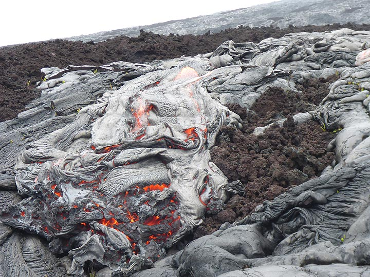 Flow front of an active pahoehoe lava lobe with both ropey and more blocky texture of the crust (Photo: Ingrid Smet)