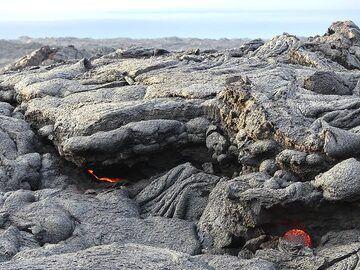 Edge of the youngest land on Big Island. (Photo: Ingrid Smet)
