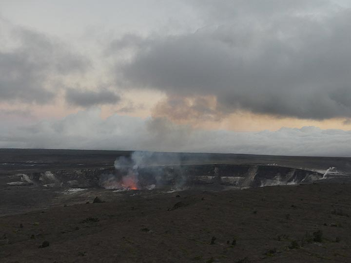 After arrival in the afternoon our little group meets up and we go to the Jagger Museum lookout to have a first peak at the active lava lake of Halema'uma'u inside Kilauea's summit caldera (Photo: Ingrid Smet)