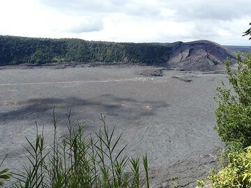 View from the Kilauea Iki's crater rim down to the floor which represents the now cooled surface of a lava lake that formed in the 1959 eruption due to pooling of lava ejected from the vent on the right side of the opposite crater wall (Photo: Ingrid Smet)