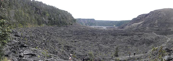 ...before taking you down where you have this view of the crater floor with the 1959 vent in the scoria cone to the right, opposite from which part of the was covered by lava bombs (Photo: Ingrid Smet)