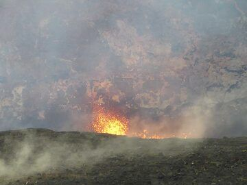 Although not visible from the Jagger Museum lookout, the level of the lava lake is so high that we can occasionally catch spattering at its surface (Photo: Ingrid Smet)
