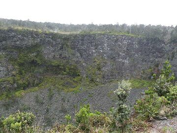 One of many craters along Crater Rim Drive, each formed during a particular eruption along the East Rift Zone (Photo: Ingrid Smet)