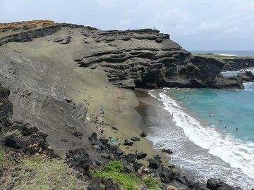 Green sand beach at the southern coast of the Big Island (Photo: Ingrid Smet)