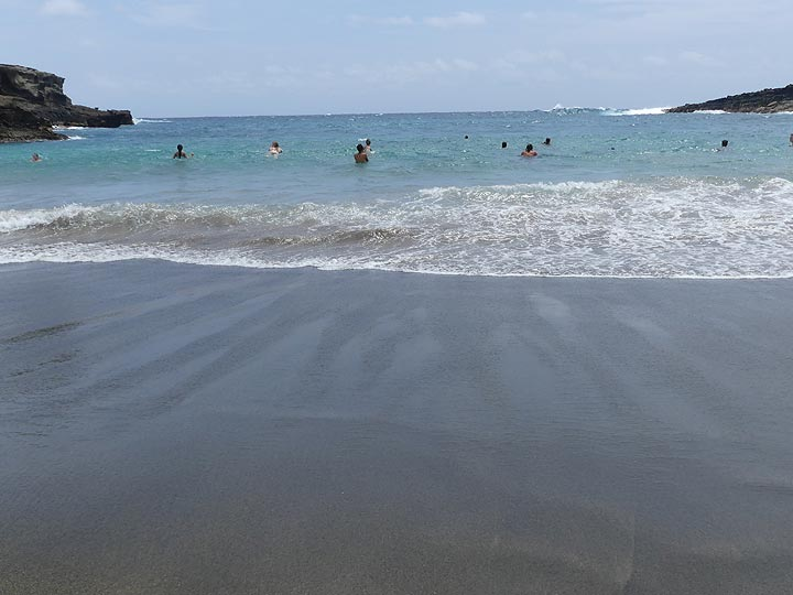 Despite it being a small bay inside a cinder cone the waves at Green Sands beach can still be very strong (Photo: Ingrid Smet)