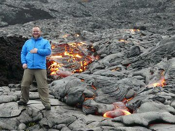 Standing so close to active lava flows is quite a unique experience (Photo: Ingrid Smet)