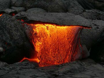 Red hot pahoehoe lava oozing out from underneath a recently cooled crust (Photo: Ingrid Smet)