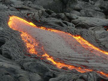 Pahoehoe lava flow channel with quickly forming ropey crust (Photo: Ingrid Smet)