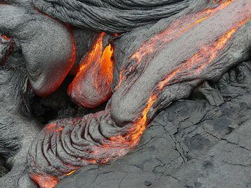 Lava break outs of active pahoehoe lava flows from the 61g flow of the since 1983 ongoing Pu'u O'o eruption (Photo: Ingrid Smet)