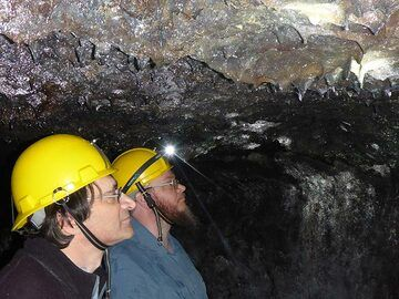 Studying the textures of the lava tube ceiling and its mineralisations (Photo: Ingrid Smet)