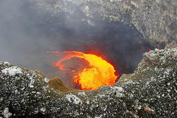 Kilauea volcano (Hawaii): Pu'u 'O'o crater lava lake Mar 2006 (Photo: Tom Pfeiffer)