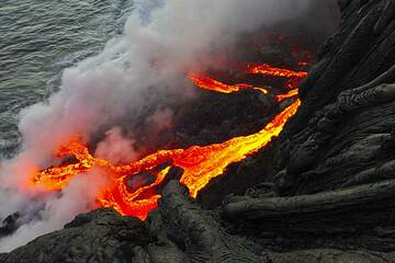 Lava flowing into the Pacific Ocean from Kilauea volcano, Hawaii (Photo: Philip Ong)