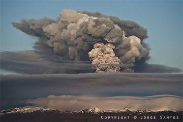 Wir stellen Ihnen eine Auswahl von Fotos der Teammitglieder Steve und Jorge vor, die das Glück hatten, bei der ersten und zweiten Fase des spektakulären Eyjafjallajökull Vulkanausbruchs auf Island dabei zu sein.  (Photo: Jorge Santos)
