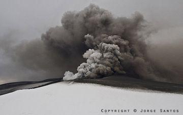 Ash cloud (Photo: Jorge Santos)