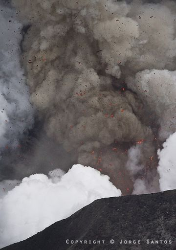 Shot of an explosion from the crater of Eyjafjallajökull on 20 April, note the shock wave visible in the ash cloud. (Photo: Jorge Santos)