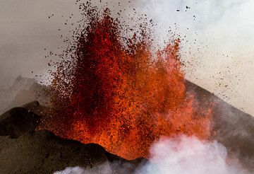 On 23 August, the largest volcanic eruption in Iceland in over 100 years started from of Bardarbunga volcano with several phases of fissure eruptions above a large intrusion that had made its way for more than 40 km from the volcano's main reservoir. Tom flew over the eruption site in the late afternoon of 12 September 2014. Activity at the Holuhraun fissure (which had started on 30 Aug) was still going on strong, erupting about 200 cu meters of magma per second. The eruption fissure is located about 40 km north of Bardarbunga's central caldera, between Dyngjujokull glacier and Askja Volcano.  After having started at the end of August 2014, it was still erupting about 200 cubic meters of lava per second, becoming the most important volcanic event of Iceland in the last hundred years. The lava now flows nearly 20 kms from the vents! (Photo: Tom Pfeiffer)