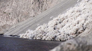 Batu Tara volcano: pyroclastic flow on 3 July 2015 video (c)
