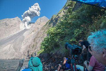 Observing the volcano erupt. (Photo: Tom Pfeiffer)