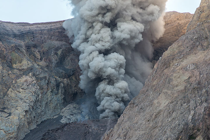 Ash fountain jetting from the vent during an eruption. (Photo: Tom Pfeiffer)