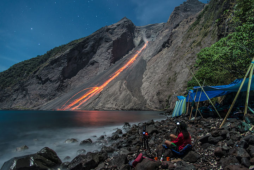 See also: Eruption pictures | Eruption videos taken during the same expedition to Batu Tara (Photo: Tom Pfeiffer)