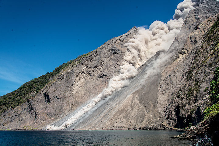 View of the sciara where a pyroclastic flow has descended. (Photo: Tom Pfeiffer)