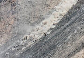 Rock falls on the sciara. (Photo: Tom Pfeiffer)