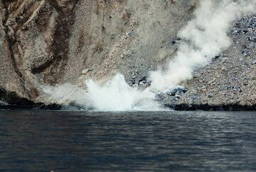 A steaming splash of a larger block landing in the water after rolling and tumbling down the sciara. (Photo: Tom Pfeiffer)