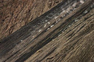Rockfall on Batu Tara's sciara (Photo: Tom Pfeiffer)