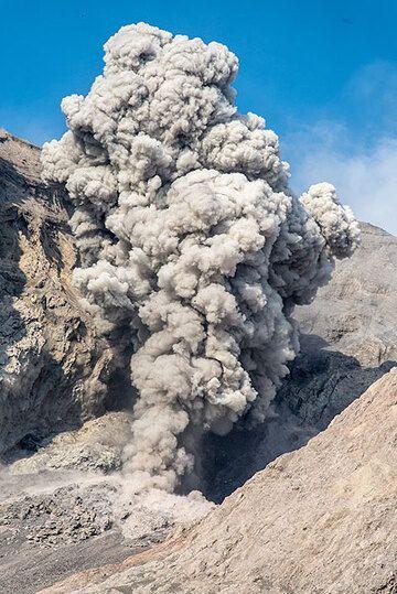 Eruption plume (1) (Photo: Tom Pfeiffer)