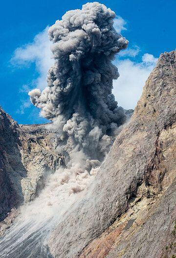 Eruption plume (4) (Photo: Tom Pfeiffer)