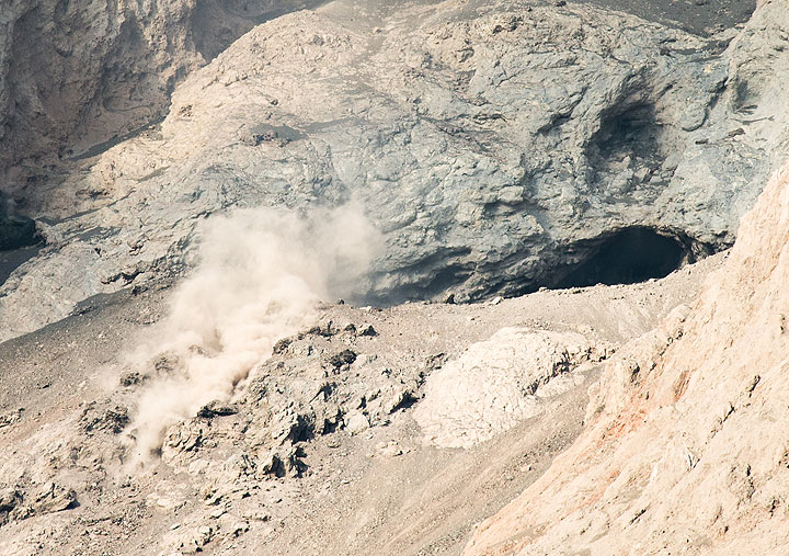 Zoom onto the active crater of Batu Tara; the lava blocks in the left foreground are part of the extrusive dome which produces rockfalls, typically immediately before an explosion occurs. (Photo: Tom Pfeiffer)