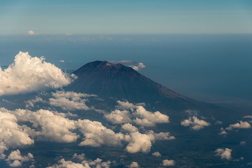 Agung volcano, Bali's holy mountain. (Photo: Tom Pfeiffer)