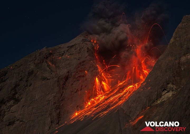 A stronger eruption during the night 25-26 Nov. Small lightnings were visible in the eruption column. (c)