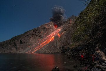 Vulcanian explosion with eruption lightning. (Photo: Tom Pfeiffer)