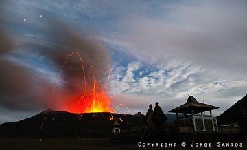 The Hindu temple at the foot of Bromo volcano, East Java, Indonesia (Photo: Jorge Santos)