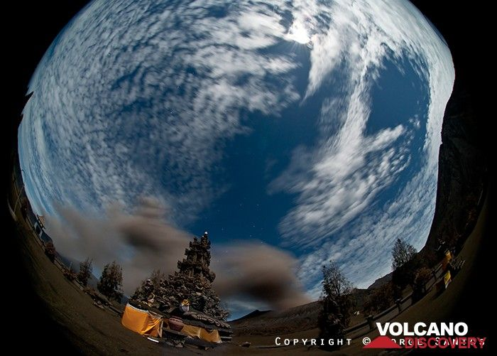 Eruption from Mt Bromo in Oct 2010 seen from the Buddhist temple with a fisheye lense (Photo: Jorge Santos)