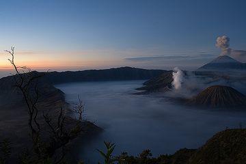 An eruption starts at Semeru volcano (c)