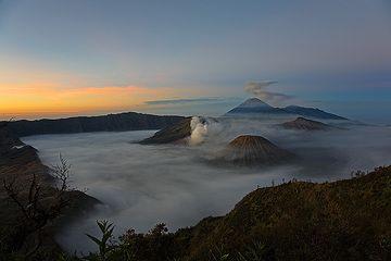 Sonnenaufgang über der Tengger Kaldera (Photo: Tom Pfeiffer)