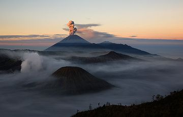 The ash plume from Semeru volcano in the first sunlight. (Photo: Tom Pfeiffer)