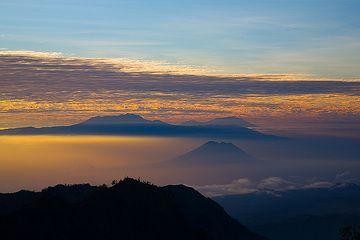 Blick nach Osten über Argopuro Vulkan zum Ijen Massif (c)