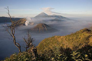 The caldera after sunrise (c)