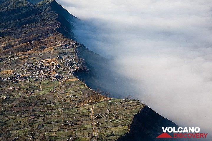 View onto Cemoro Lawang village on the caldera rim (Photo: Tom Pfeiffer)