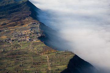 Blick auf Cemoro Lawang auf der Kalderakante (Photo: Tom Pfeiffer)