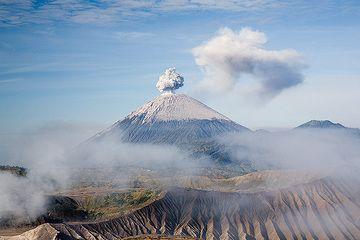 Ash eruption at Semeru (c)