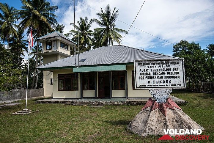 The Dukono volcano observatory in Tobelo (Photo: Tom Pfeiffer)