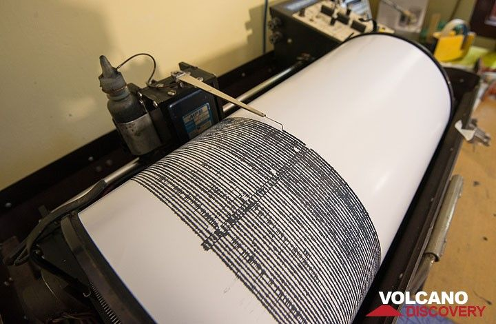 Seismograph recording Dukono volcano's activity. (Photo: Tom Pfeiffer)