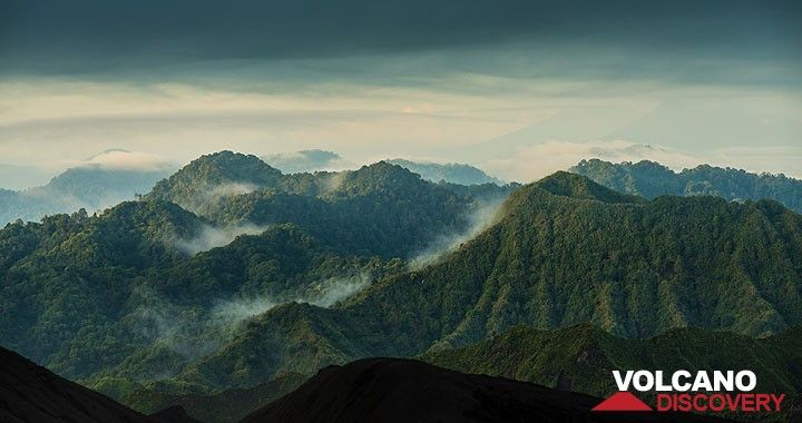 Eroded volcanic cones in the morning mist. (Photo: Tom Pfeiffer)