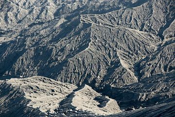 Eroded and gullied ash slopes of the crater of Dukono. (Photo: Tom Pfeiffer)