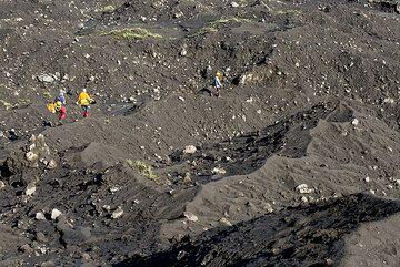 Descending from Dukono volcano. (Photo: Tom Pfeiffer)