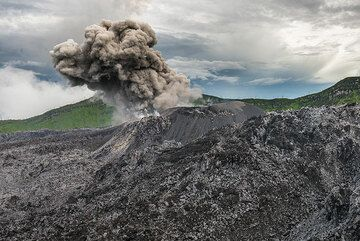 Ash plume rising from a moderately strong explosion. (Photo: Tom Pfeiffer)